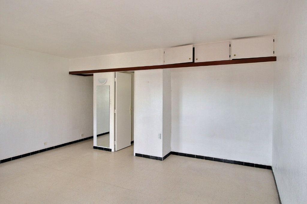 Appartement à louer 1 30m2 à Marseille 5 vignette-2