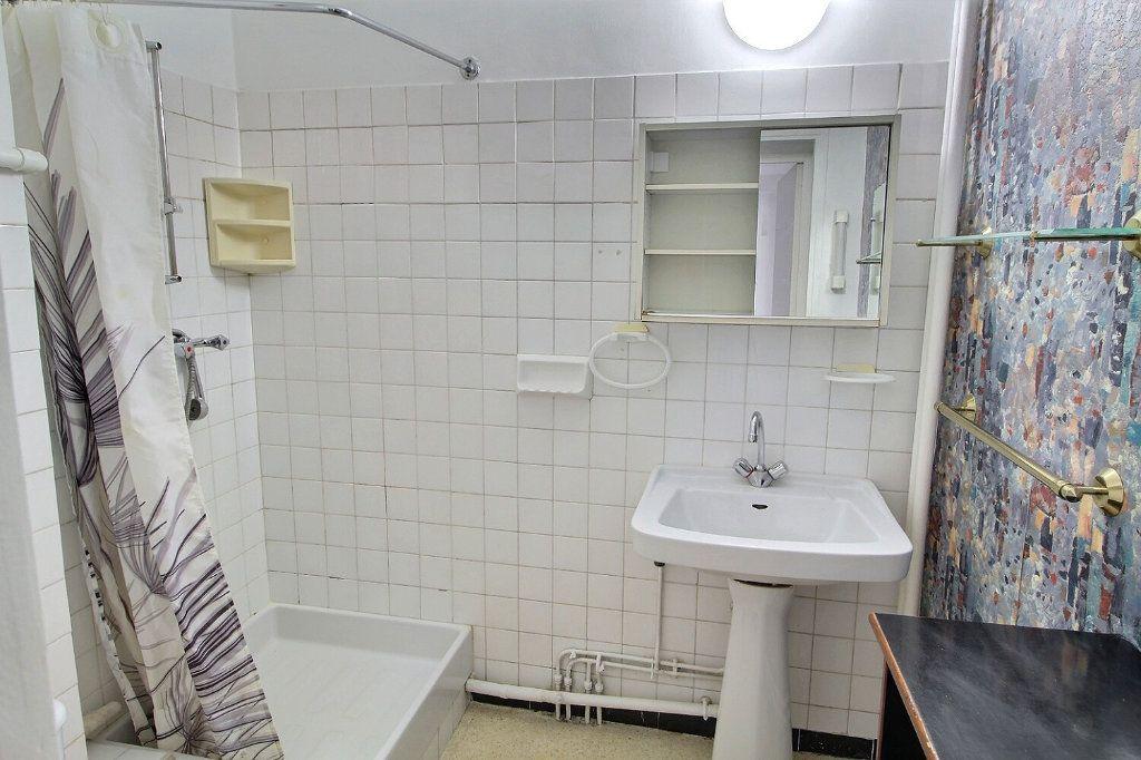 Appartement à louer 1 30m2 à Marseille 5 vignette-4