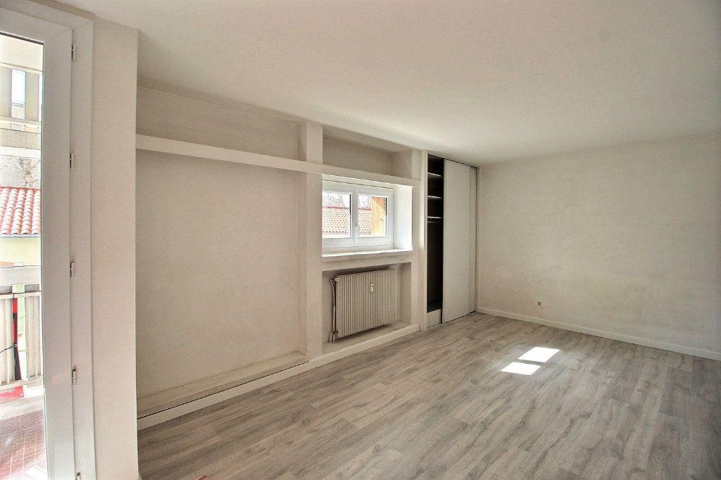 Appartement à louer 1 32m2 à Marseille 5 vignette-1