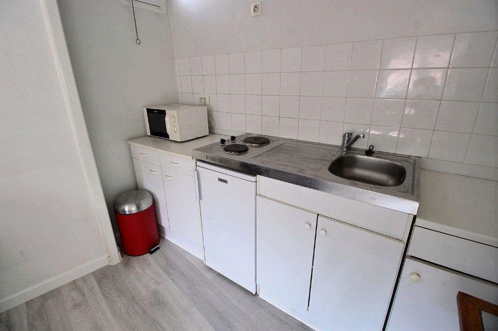Appartement à louer 1 32m2 à Marseille 5 vignette-2