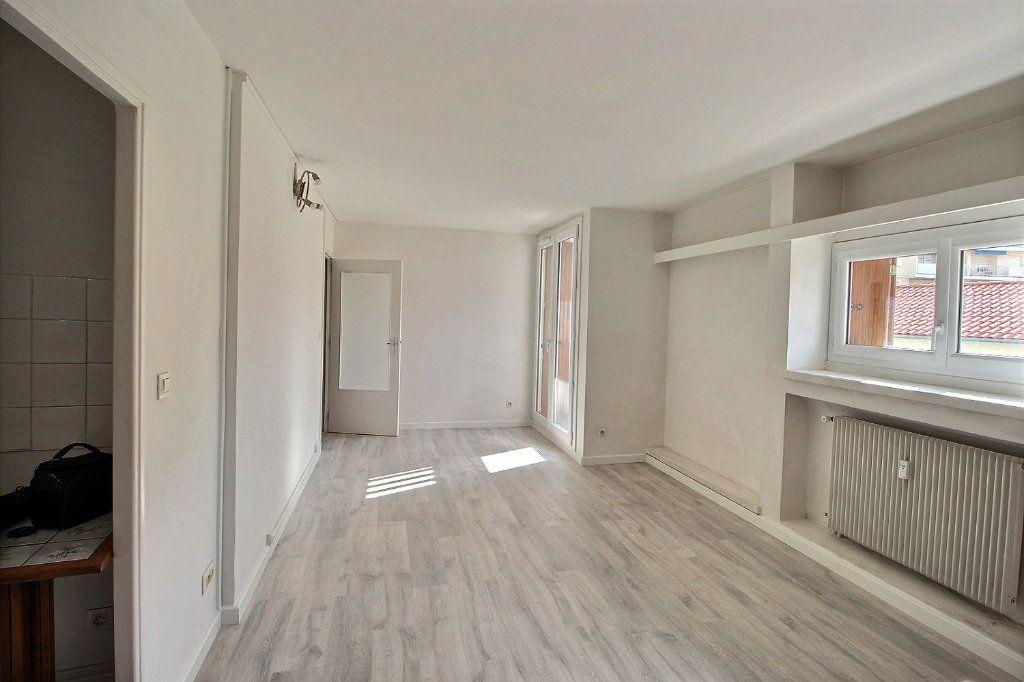 Appartement à louer 1 32m2 à Marseille 5 vignette-3