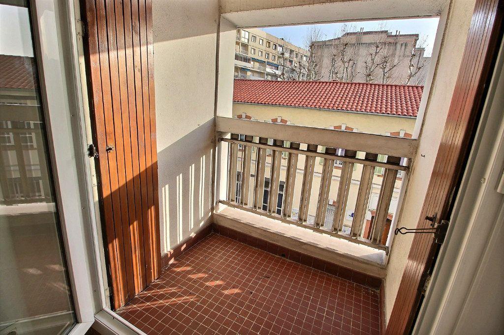Appartement à louer 1 32m2 à Marseille 5 vignette-4