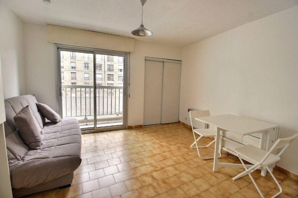 Appartement à louer 1 22m2 à Marseille 5 vignette-1
