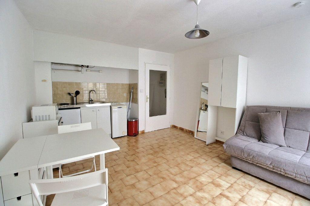 Appartement à louer 1 22m2 à Marseille 5 vignette-2