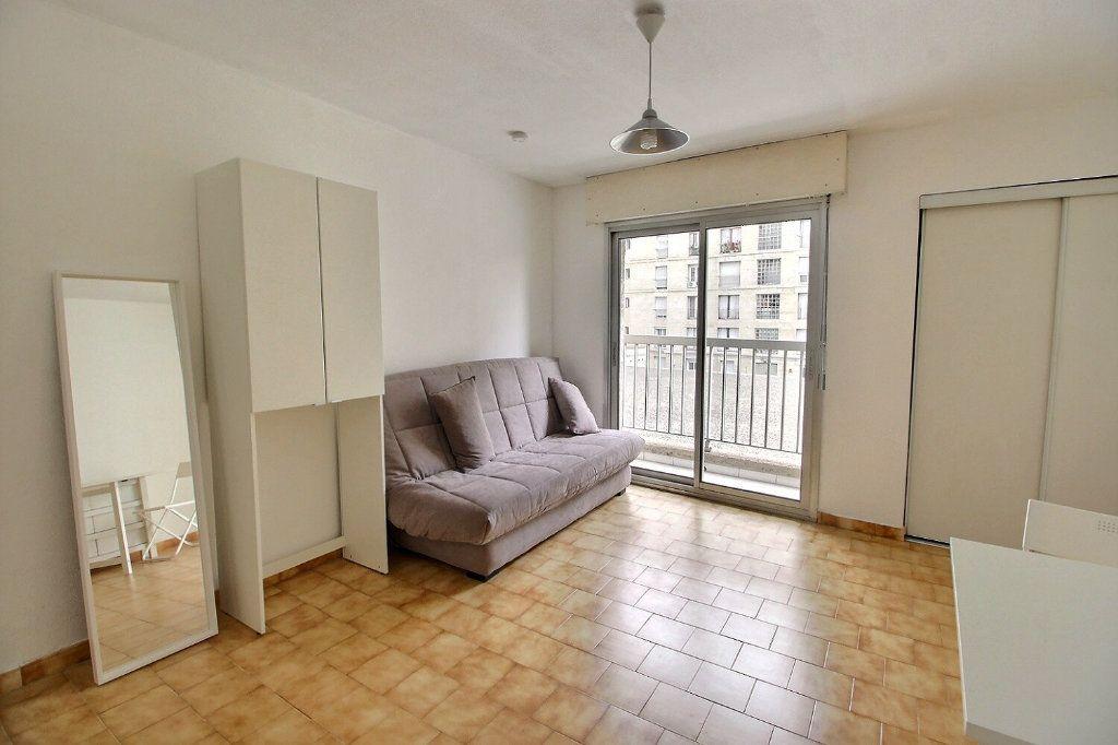 Appartement à louer 1 22m2 à Marseille 5 vignette-3
