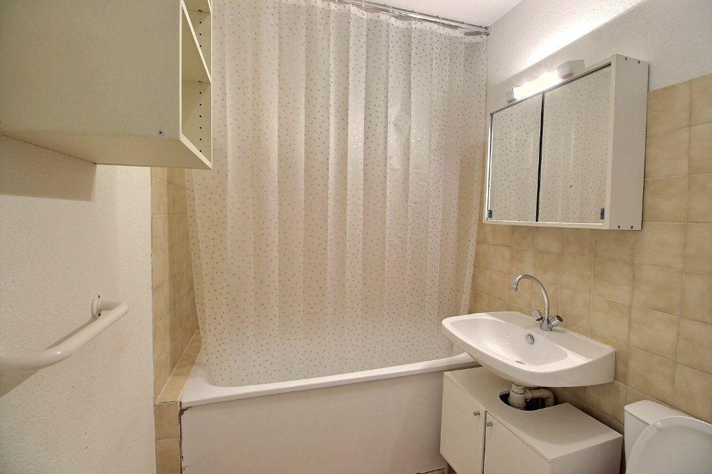 Appartement à louer 1 22m2 à Marseille 5 vignette-4