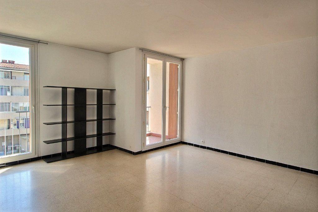 Appartement à louer 1 33m2 à Marseille 5 vignette-2