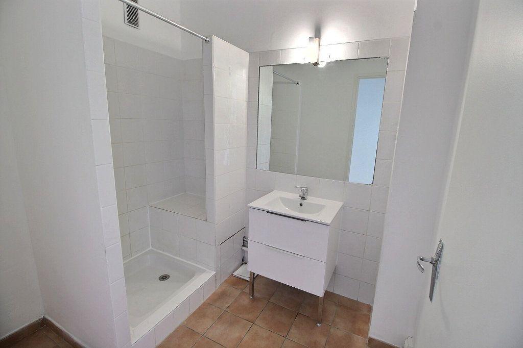 Appartement à louer 2 55m2 à Marseille 5 vignette-5
