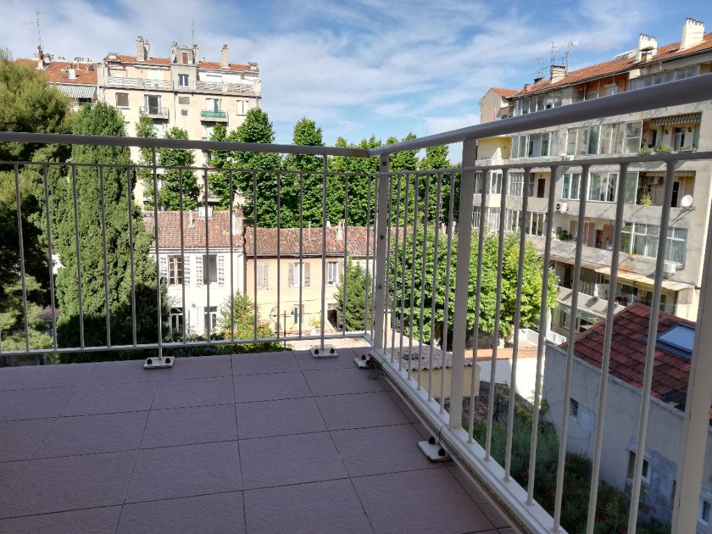 Appartement à louer 1 20m2 à Marseille 5 vignette-1