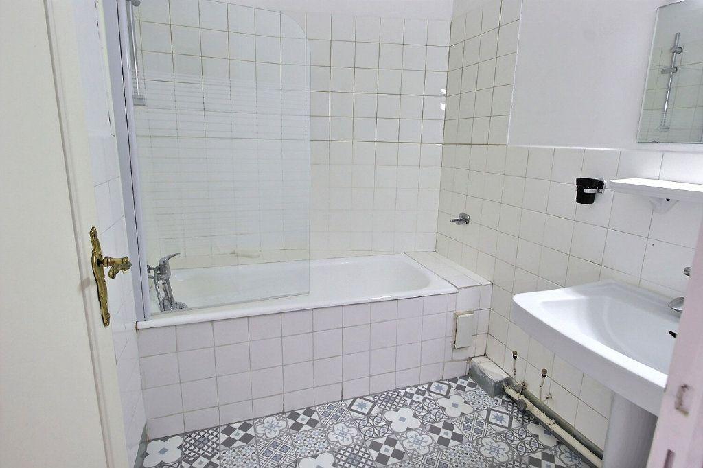 Appartement à vendre 3 70.6m2 à Marseille 5 vignette-5