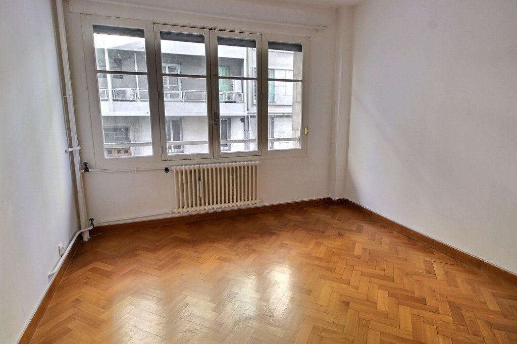 Appartement à vendre 3 70.6m2 à Marseille 5 vignette-8
