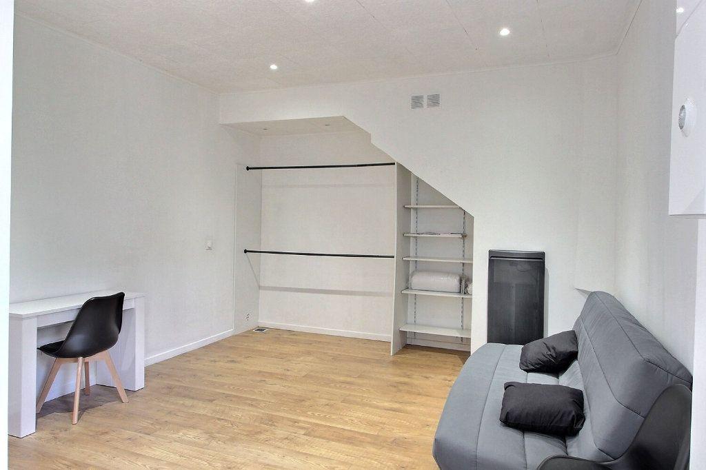 Appartement à louer 1 26m2 à Marseille 10 vignette-1