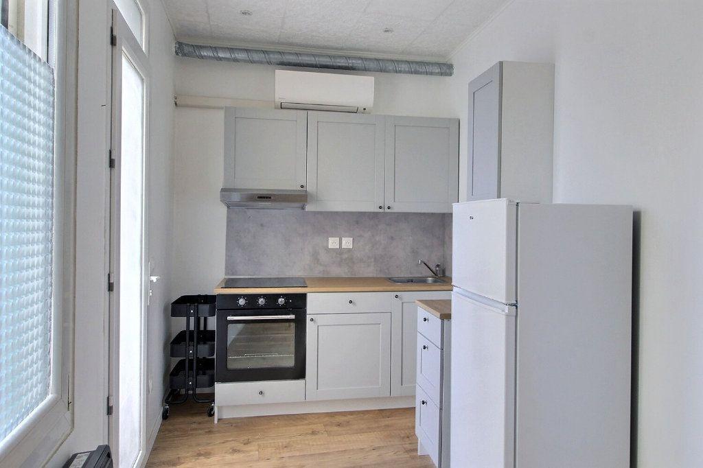 Appartement à louer 1 26m2 à Marseille 10 vignette-2