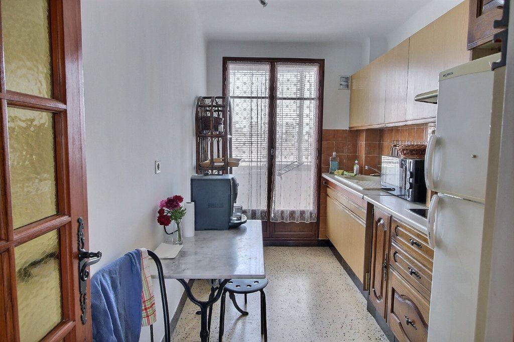 Appartement à louer 3 68m2 à Marseille 10 vignette-3