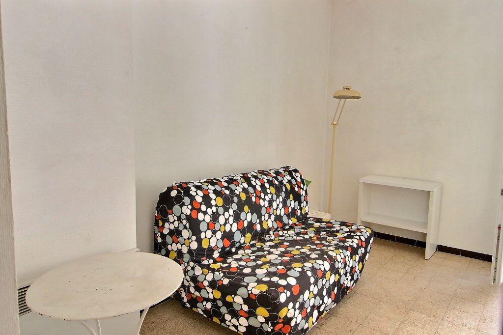 Appartement à louer 1 28m2 à Marseille 5 vignette-3