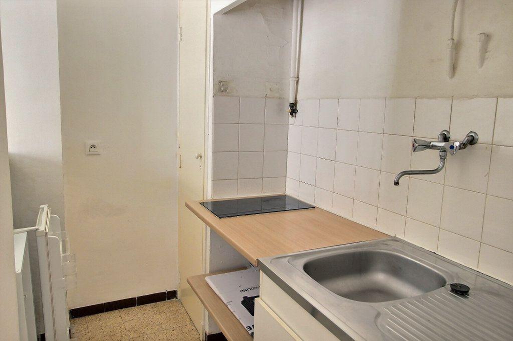 Appartement à louer 1 28m2 à Marseille 5 vignette-4
