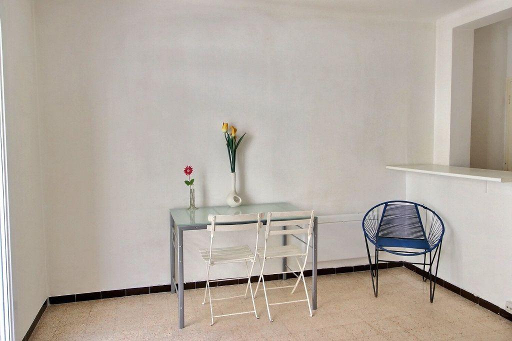 Appartement à louer 1 28m2 à Marseille 5 vignette-6