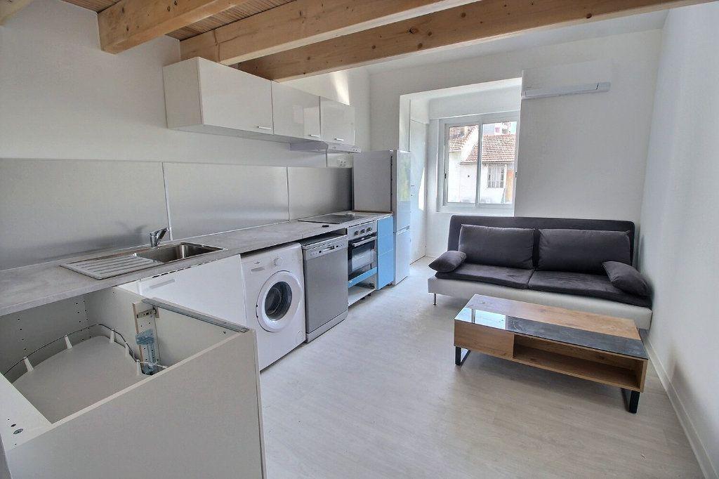 Appartement à louer 3 50m2 à Marseille 5 vignette-1