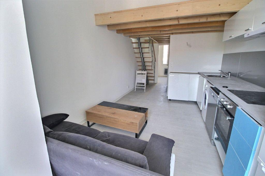 Appartement à louer 3 50m2 à Marseille 5 vignette-2