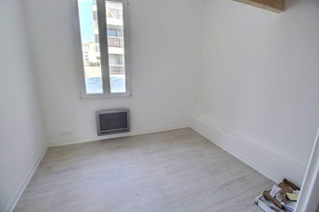 Appartement à louer 3 50m2 à Marseille 5 vignette-3