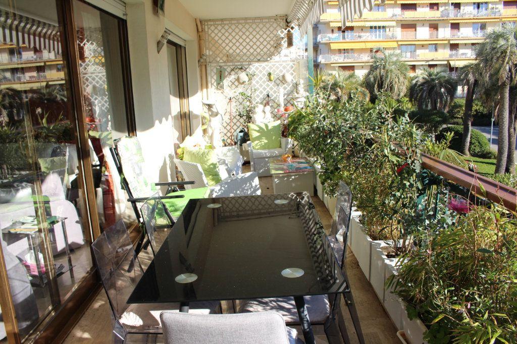 Appartement à vendre 4 103.92m2 à Cannes vignette-2