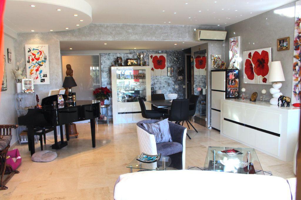 Appartement à vendre 4 103.92m2 à Cannes vignette-3