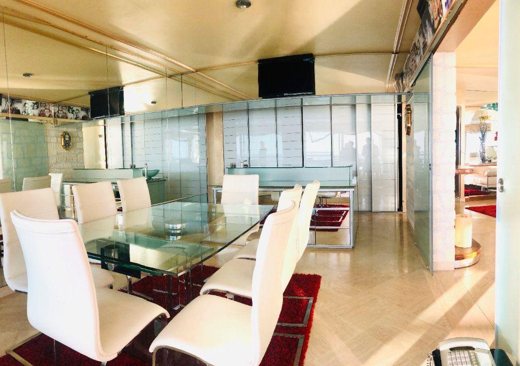 Appartement à vendre 5 135m2 à Juan-les-Pins - Antibes vignette-3