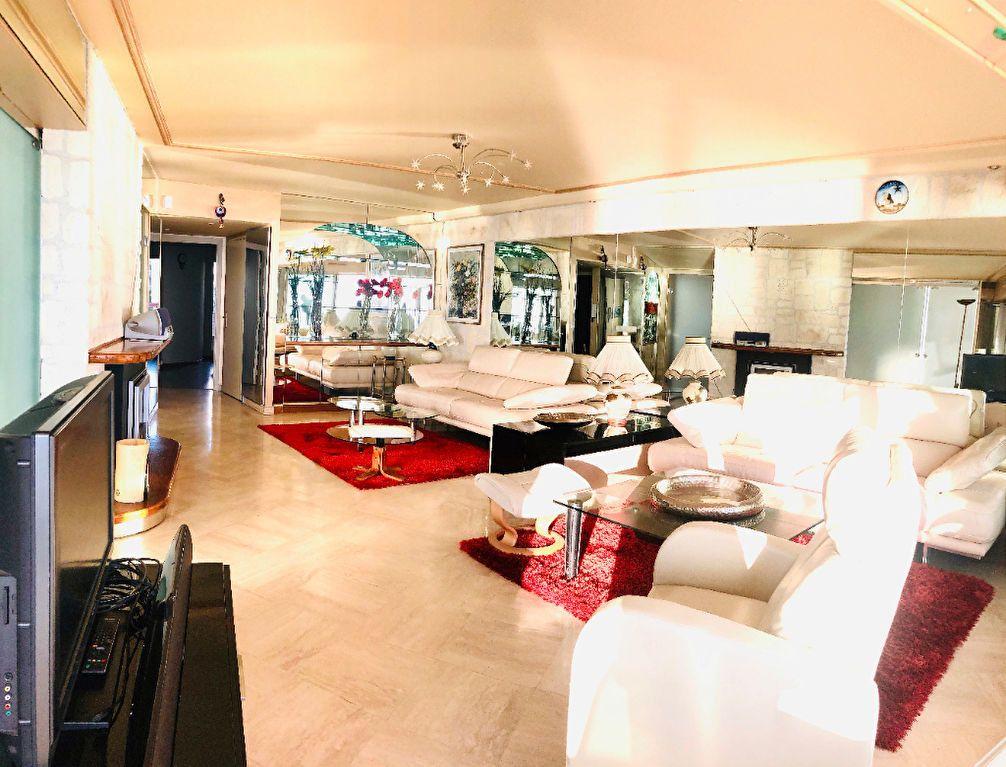 Appartement à vendre 5 135m2 à Juan-les-Pins - Antibes vignette-4