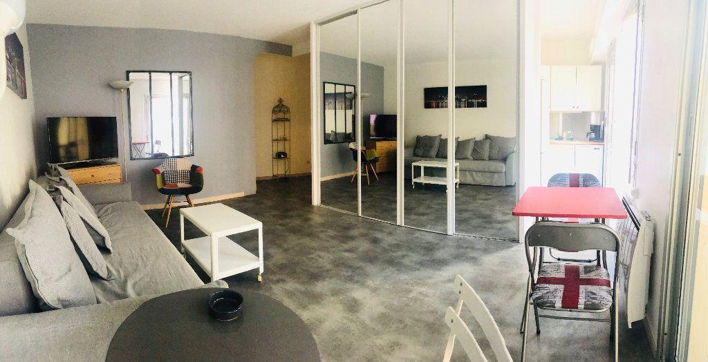 Appartement à louer 1 30m2 à Cannes vignette-1