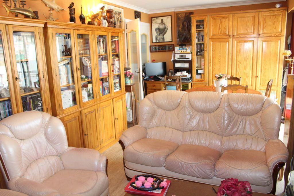 Appartement à vendre 3 71m2 à Cannes vignette-2