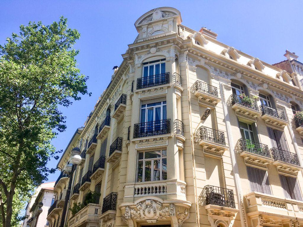 Appartement à vendre 4 86m2 à Cannes vignette-1