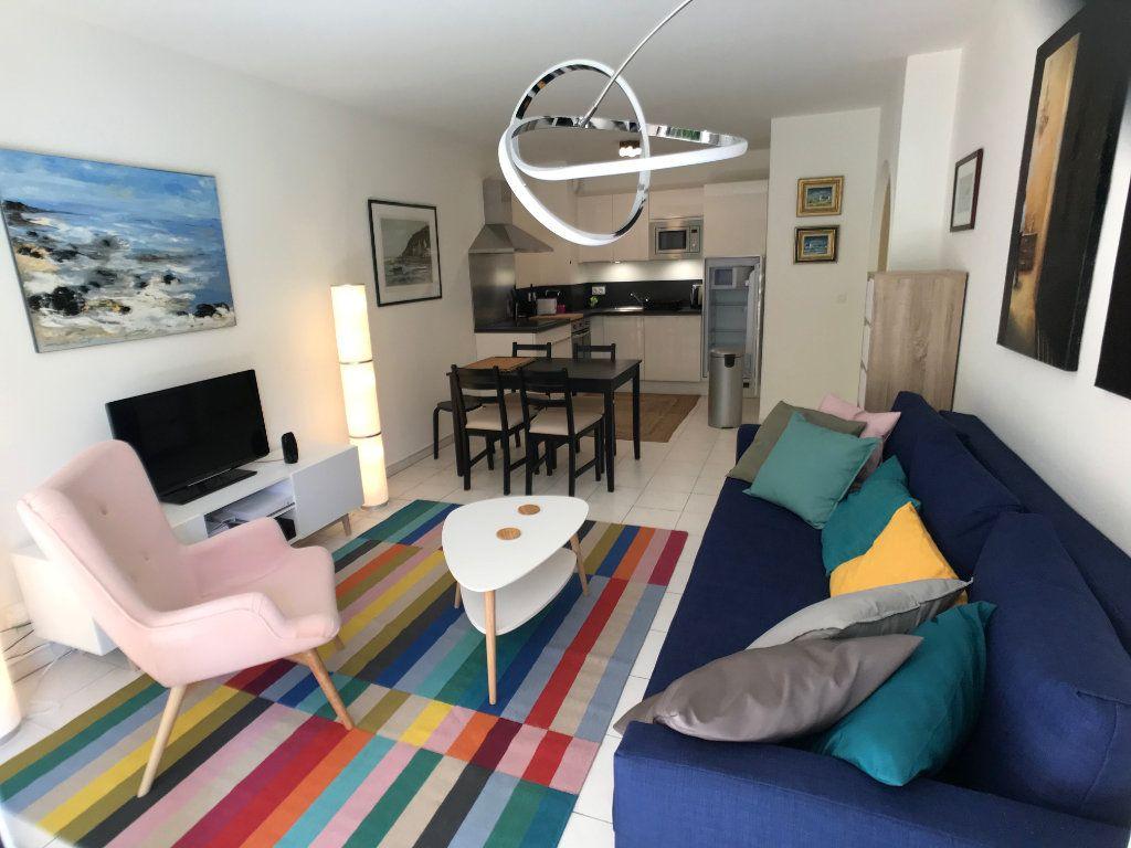 Appartement à louer 2 39m2 à Cannes vignette-3