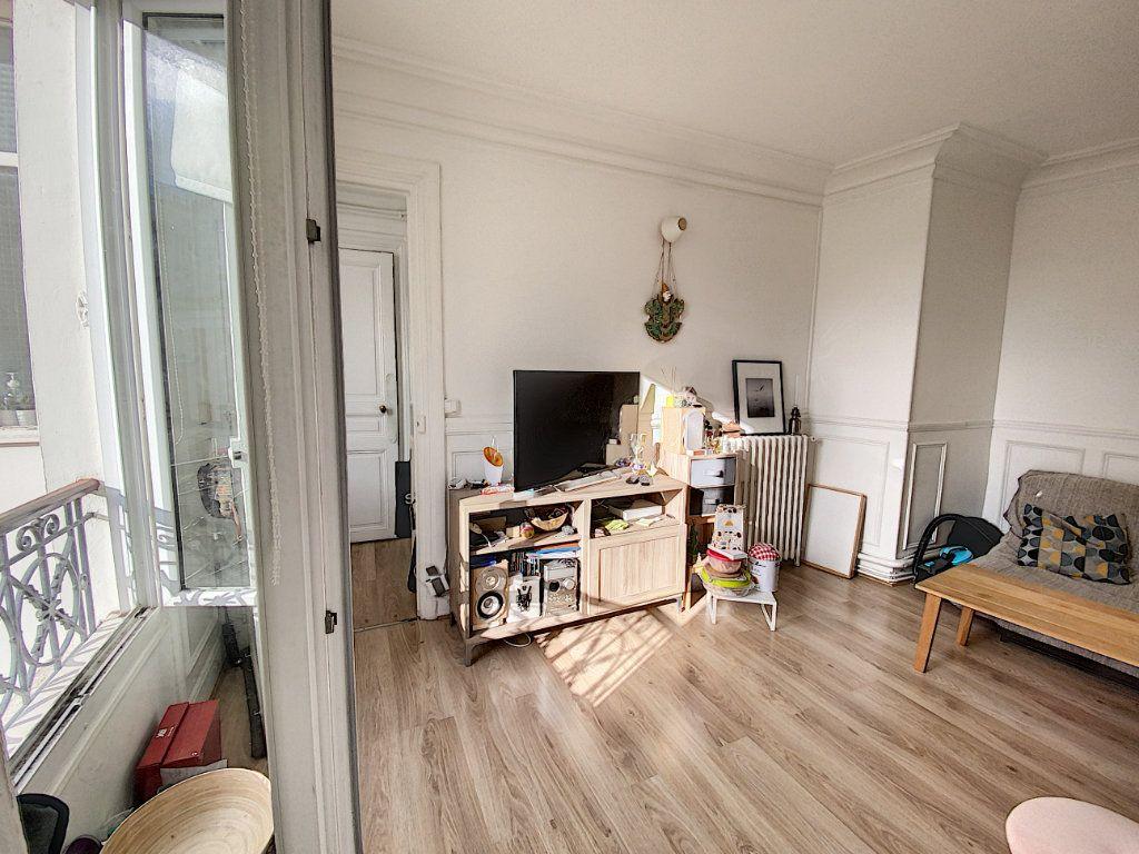 Appartement à vendre 3 41.55m2 à Paris 10 vignette-1