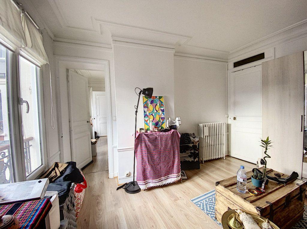 Appartement à vendre 3 41.55m2 à Paris 10 vignette-3