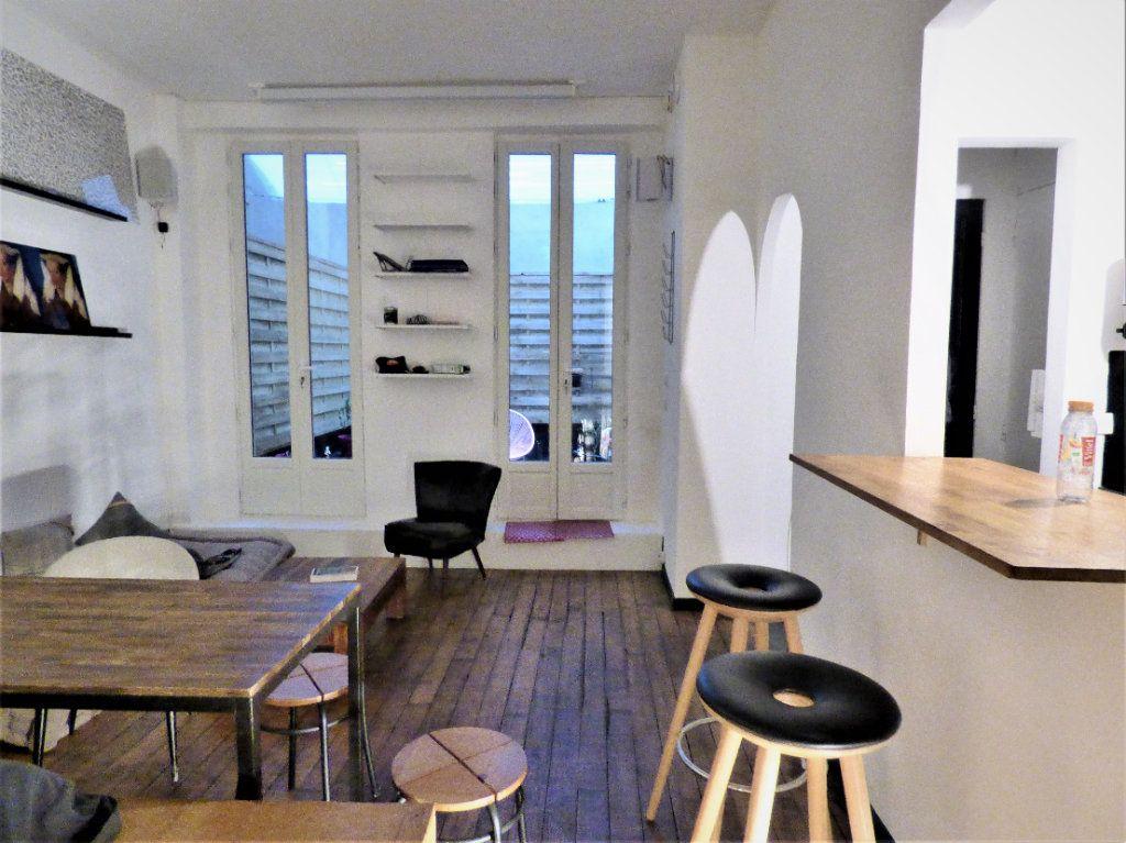 Appartement à vendre 1 24m2 à Paris 18 vignette-1
