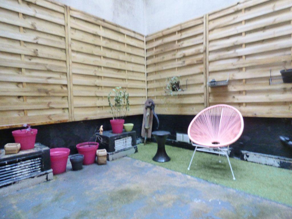 Appartement à vendre 1 24m2 à Paris 18 vignette-2