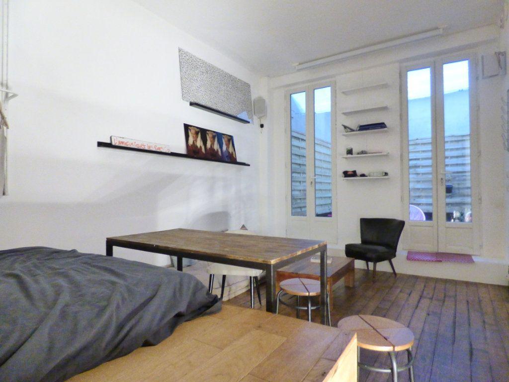Appartement à vendre 1 24m2 à Paris 18 vignette-4