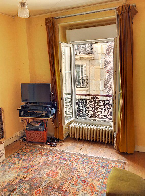 Appartement à vendre 2 29m2 à Paris 18 vignette-1