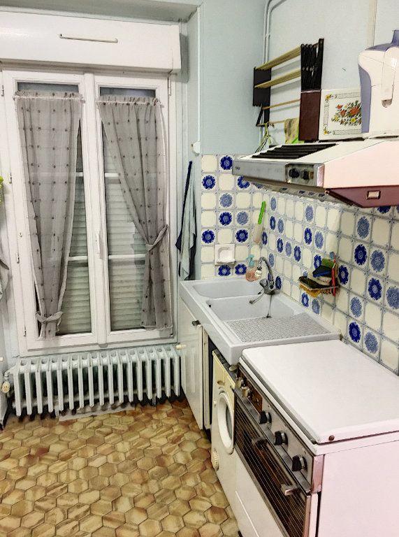 Appartement à vendre 2 29m2 à Paris 18 vignette-4