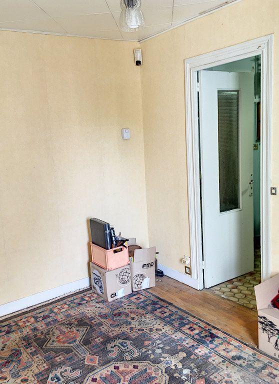 Appartement à vendre 2 29m2 à Paris 18 vignette-7