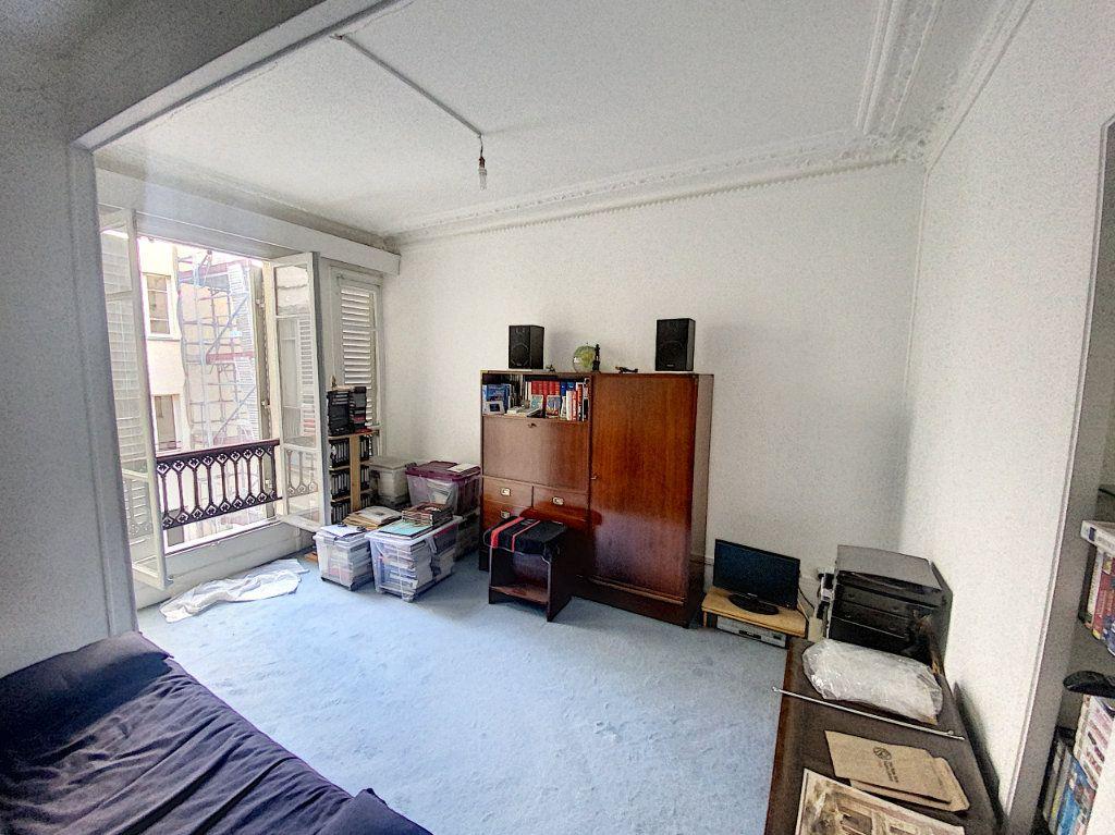 Appartement à vendre 1 29m2 à Paris 9 vignette-1