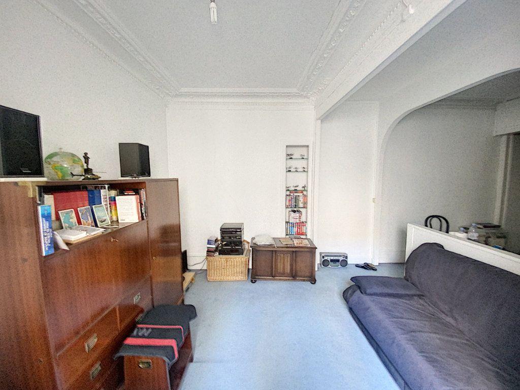 Appartement à vendre 1 29m2 à Paris 9 vignette-2