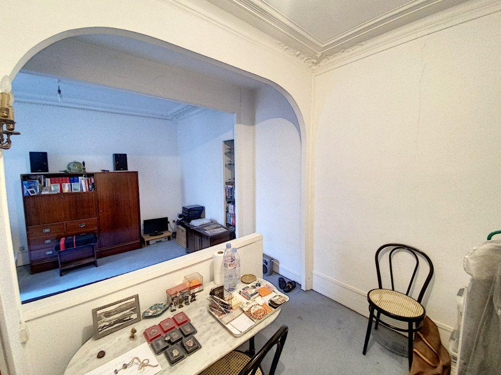 Appartement à vendre 1 29m2 à Paris 9 vignette-3