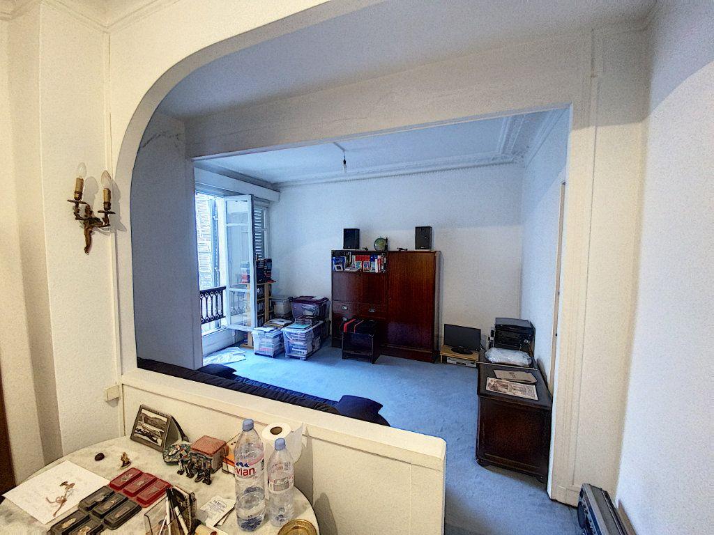 Appartement à vendre 1 29m2 à Paris 9 vignette-4