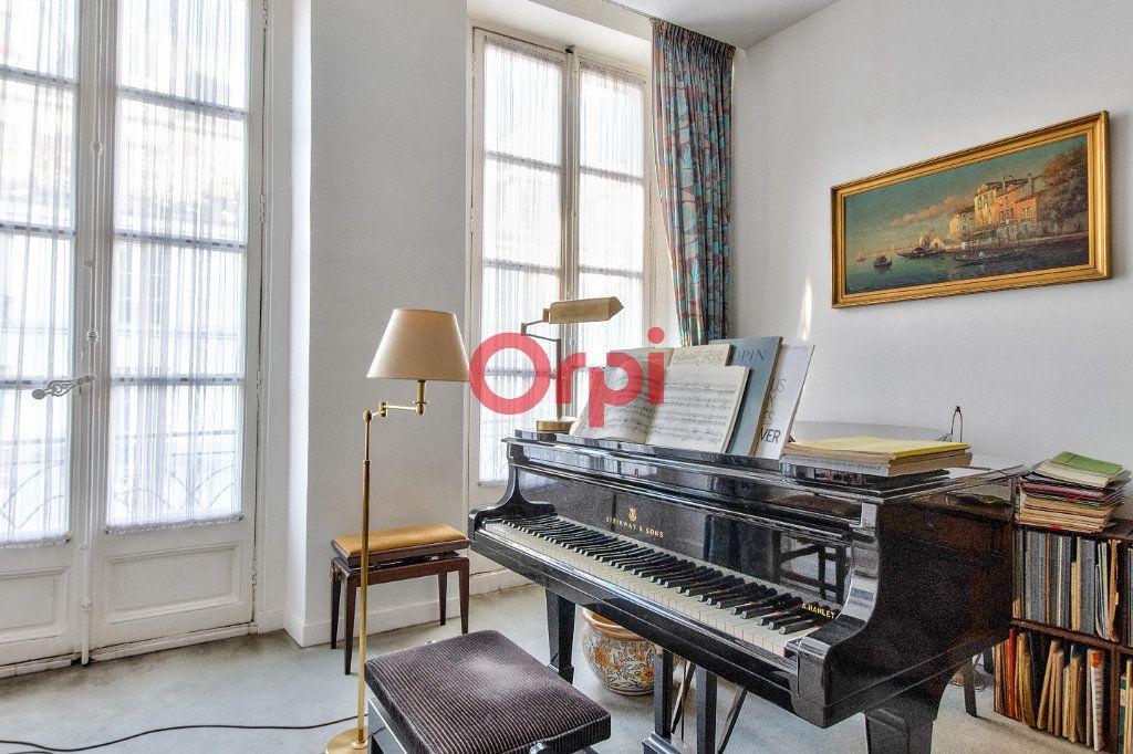 Appartement à vendre 4 127.45m2 à Paris 10 vignette-2