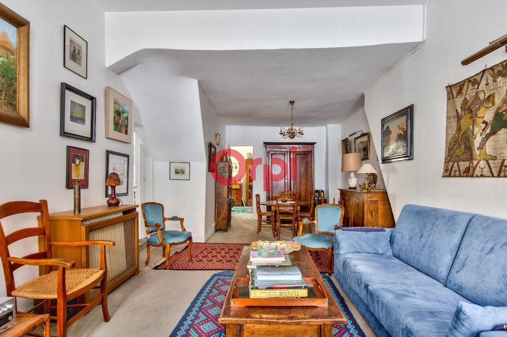 Appartement à vendre 4 127.45m2 à Paris 10 vignette-3