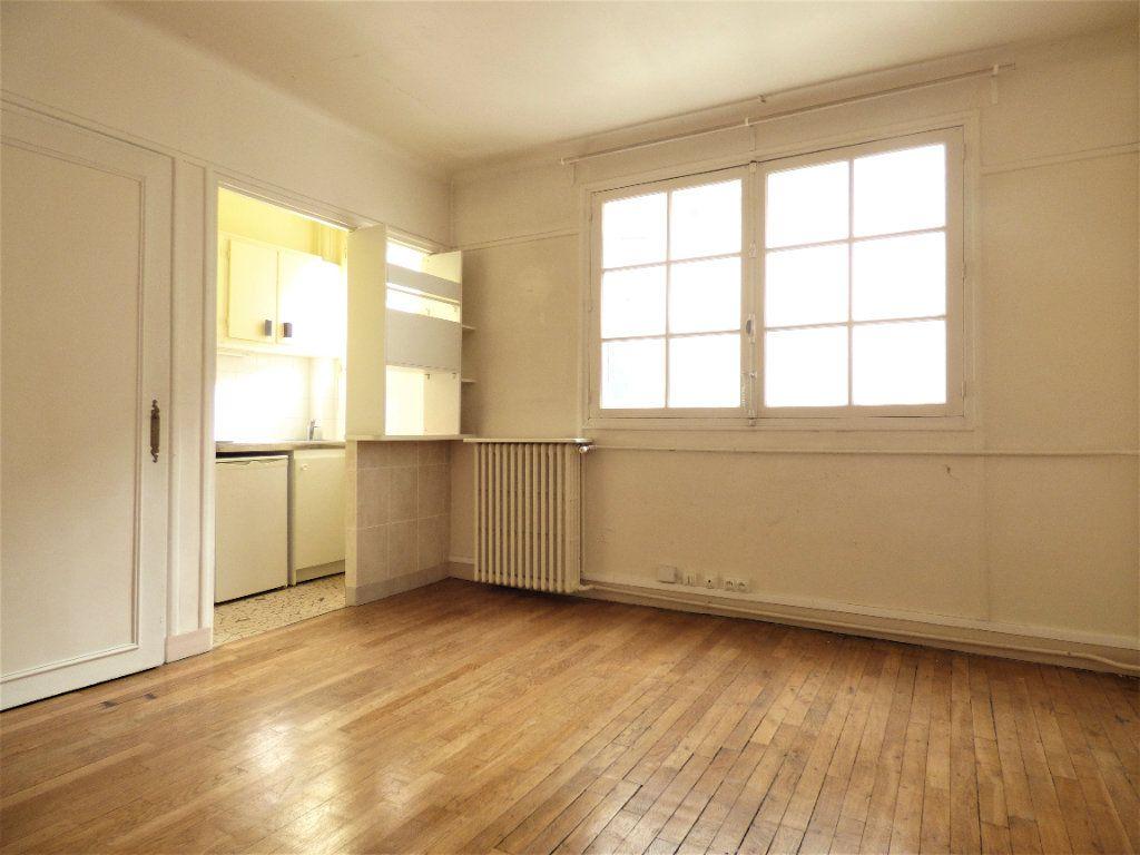 Appartement à vendre 1 23.54m2 à Paris 18 vignette-1