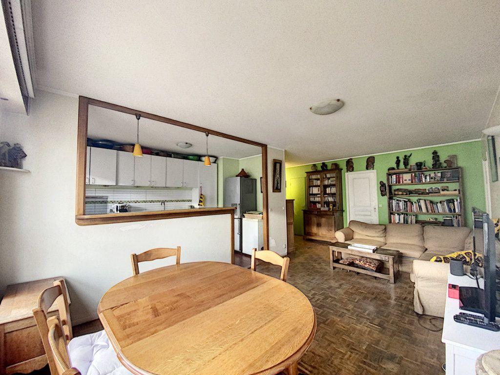 Appartement à vendre 4 82m2 à Paris 19 vignette-3