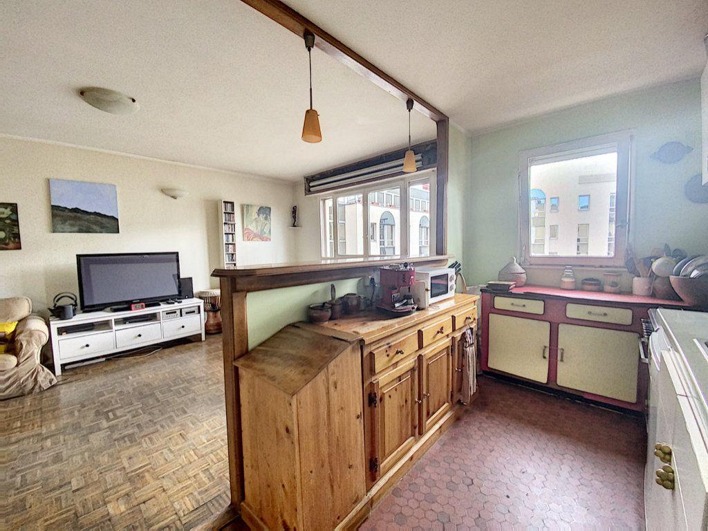 Appartement à vendre 4 82m2 à Paris 19 vignette-4