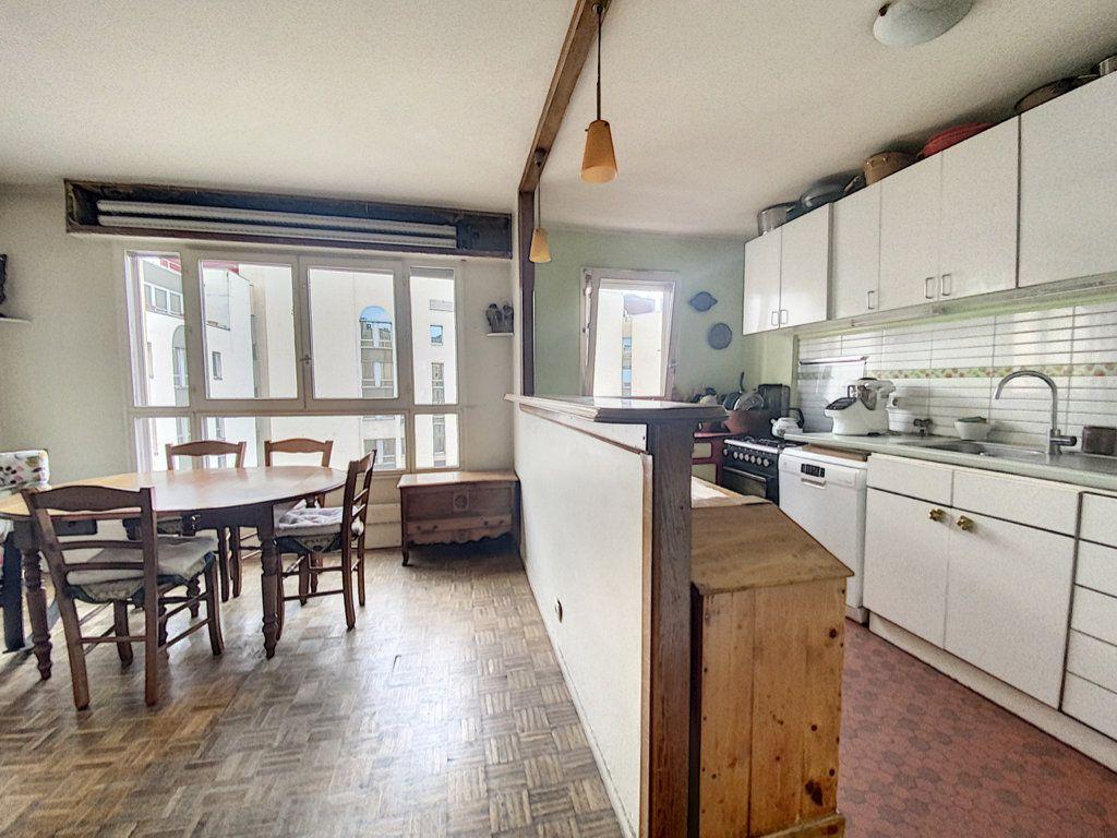Appartement à vendre 4 82m2 à Paris 19 vignette-5